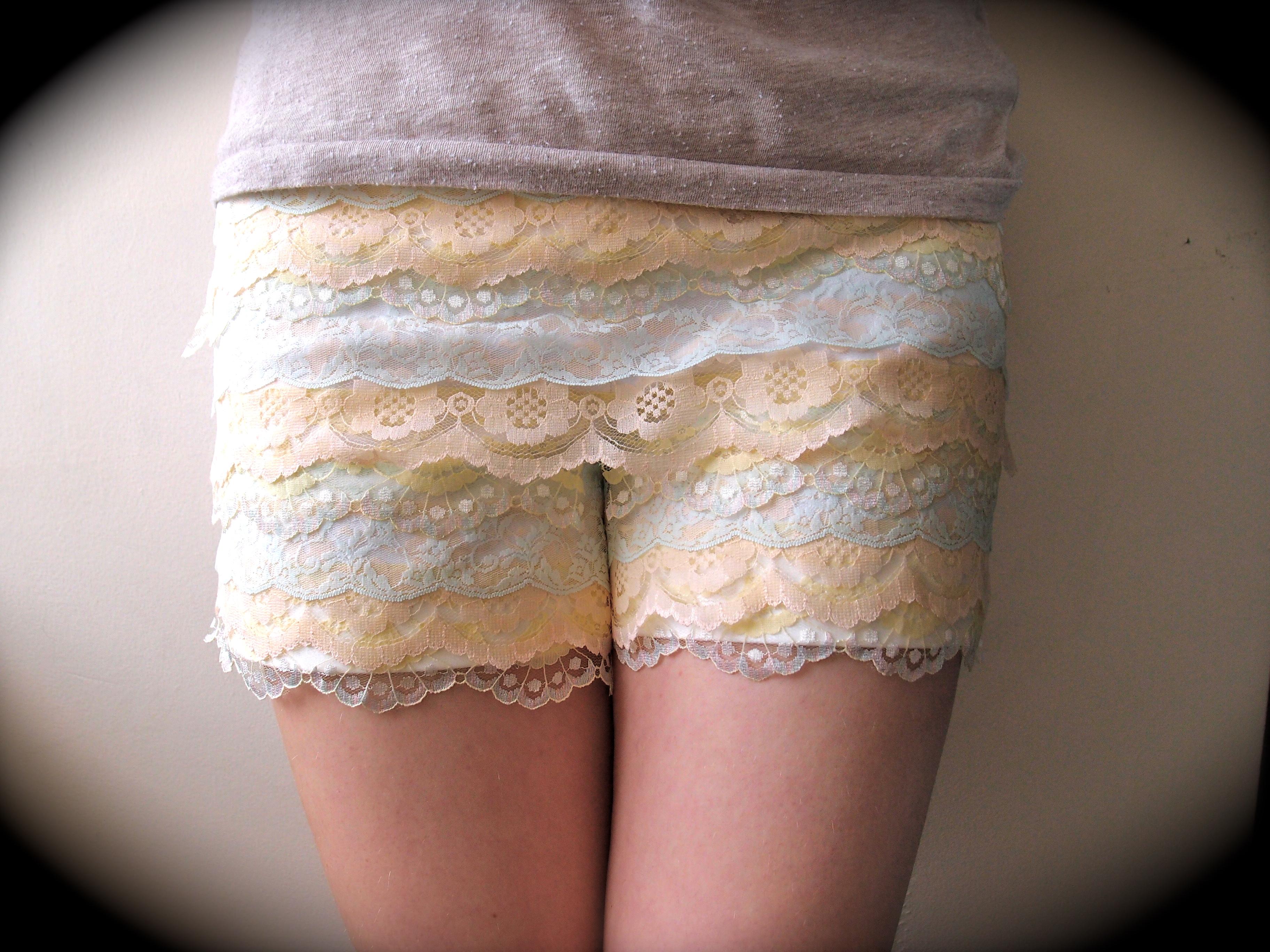 DIY video : Lace shorts // Short en dentelle   Clones 'n' Clowns